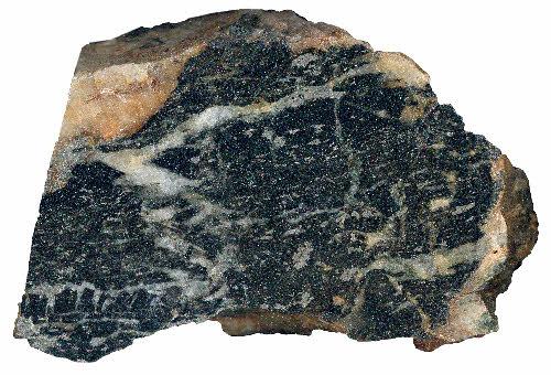 Aittorannan kultamineralisaatiota Kuhmosta. Voimakkaasti turmalisoitunut emäkivi, jossa breksioivia kvartsisuonia. Arseenikiisua sekä suonissa että emäkivessä. Kuva-alan halkaisija 8 cm. Näyte: Pasi Eilu, 1998.