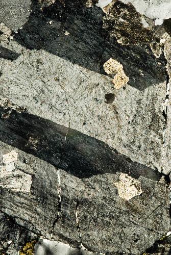 Mikroskooppikuva graniitista, Sikokallion louhos, Haapavesi.
