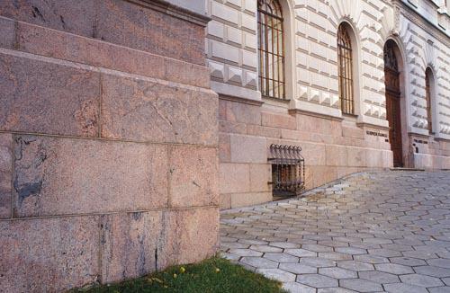 Suomen pankin kivijalka, migmatiitti.