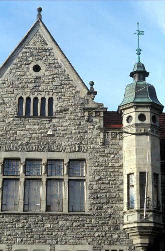 """""""Natsan talo"""", Nylands Nation on vanhin osakunta, joka perustettiin vuonna 1643 Turussa. Turun palon jälkeen osakunta muutti yliopiston mukana Helsinkiin. Osakunnan oma talo vihittiin käyttöön 1901. Kasarminkatu 40. Arkkitehti Karl Hård af Segerstad."""