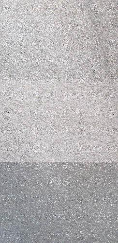 Polvijärven Satulavaaran serisiittikvartsiittia levyinä: ylinnä poltettuna, keskellä ristipäähakattuna ja alinna kiillotettuna pintana. Levyjen leveys on 60 cm.