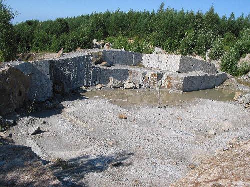 Serpentiini-vuolukivilouhos Polvijärven Sara-aholla.