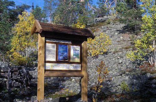 Opastaulu Kivitunturin geologisella luontopolulla. Savukoski.