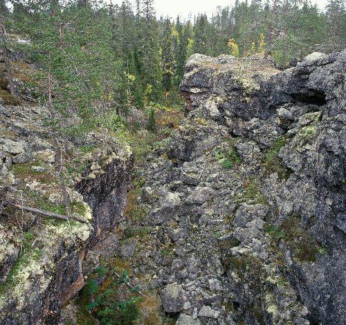Louhikkoa Kivitunturin geologisella luontopolulla. Pirunkuru, Savukoski.